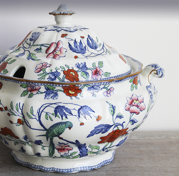 ANTIQUES AND VINTAGE STYLE HOMEWARE